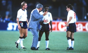 Bobby Robson talks with Paul Parker and Peter Beardsley, England v West Germany, 1990 World Cup semi-final