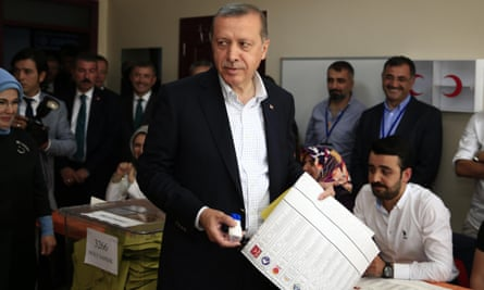 Recep Tayyip Erdoğan casts his vote at a polling station in Istanbul