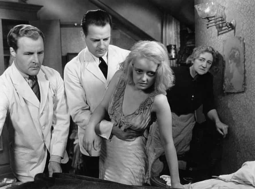 Bette Davis (centre) with Reginald Denny, Leslie Howard and Tempe Pigott in Of Human Bondage