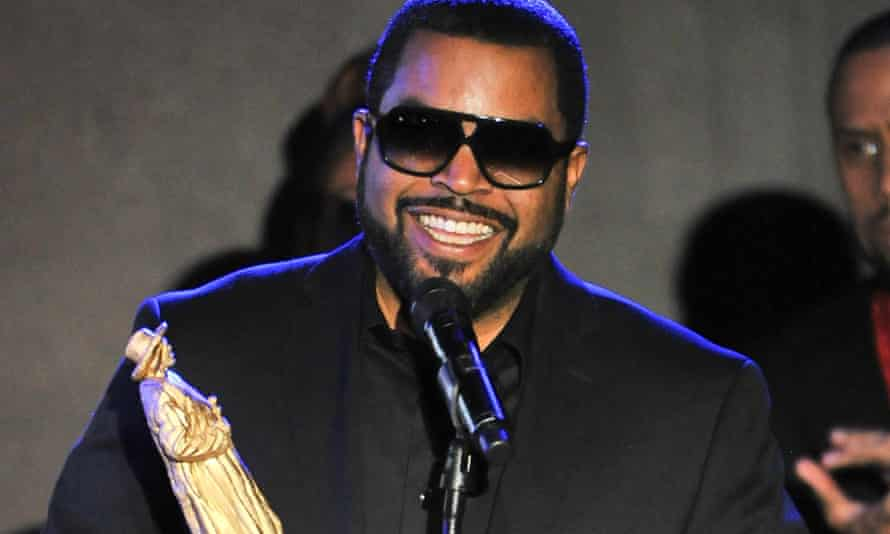 #OscarsSoBlack ... Ice Cube accepts one of his numerous prizes at the All Def Movie awards in Hollywood.