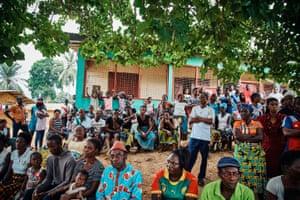 Meeting between Cameroonian refugees Caritas staff