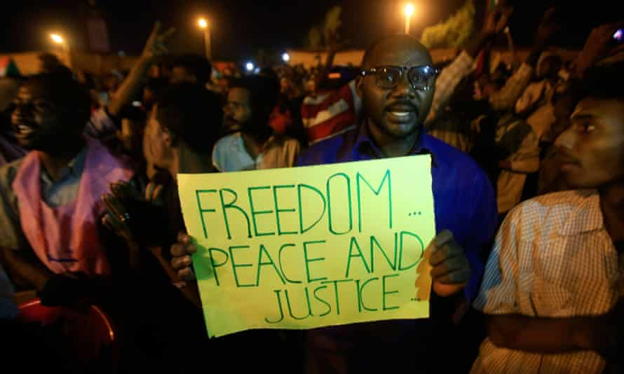 Sudanese protesters in Khartoum on 16 May 2019 after suspension of talks on installing civilian rule.