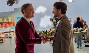Mister Rogers (Tom Hanks) meets the journalist Lloyd Vogel (Matthew Rhys).