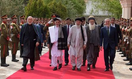 Gulbuddin Hekmatyar, centre, arrives at the presidential palace