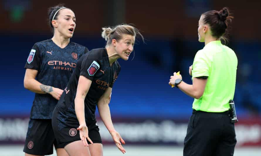 Ellen White and Lucy Bronze make their case to the referee, Rebecca Welch, after she gave a controversial penalty against Manchester City in their WSL defeat to Chelsea.