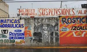 A grey graffiti mural in the Ecatepec naighbourhood.