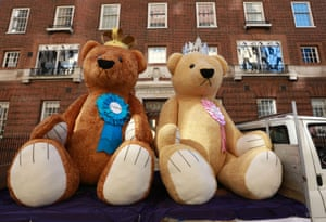 Two three-metre high teddy bears, visit the Lindo Wing courtesy of bookmakers William Hill