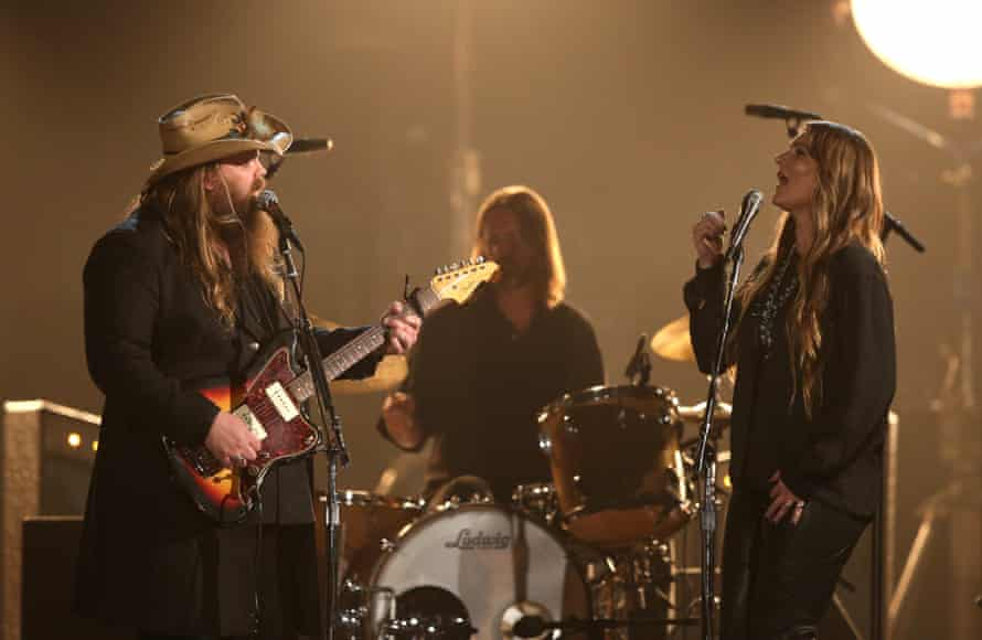 "Chris and Morgane Stapleton perform ""Fire Away""."