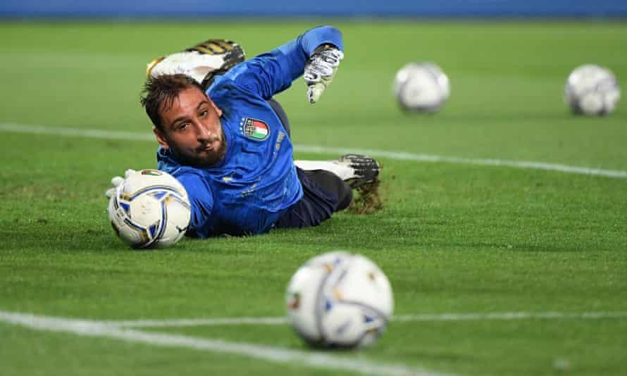 Ο Νο1 τερματοφύλακας της Ιταλίας Gigio Donnarumma ψάχνει για ένα νέο σύλλογο αυτό το καλοκαίρι μετά από συμβατικά προβλήματα με το Μιλάνο.