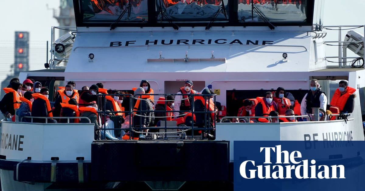 1,100 migrants cross Channel on small boats to UK in two days