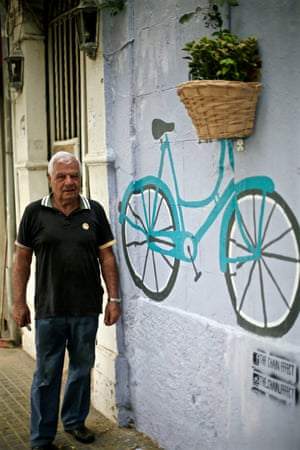 a ladies bike painted on the wall with real basket