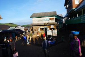 The main street in Numbi