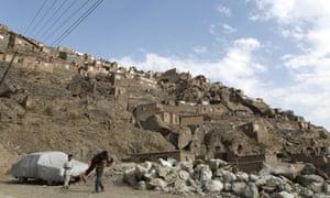 Homes in the hillside slum of Ziarat-e-Sakhi.