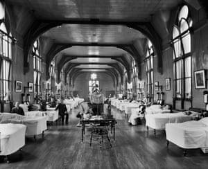 Leeds General Infirmary, 1895 - interior view of Ward 6