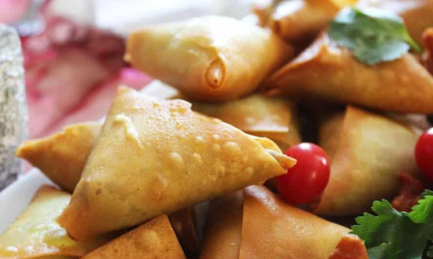 Freshly fried samosas at Faldela's house