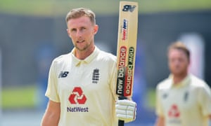 Joe Root raises his bat after he completed his hundred.