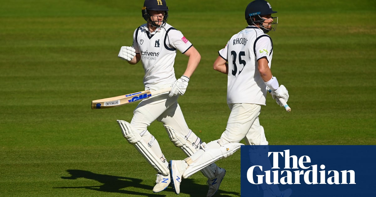 Warwickshire ease to big lead over Lancashire in Bob Willis Trophy final