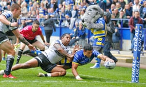 Bryson Goodwin reaches over to score Warrington's first try of the Challenge Cup semi-final against Hull.