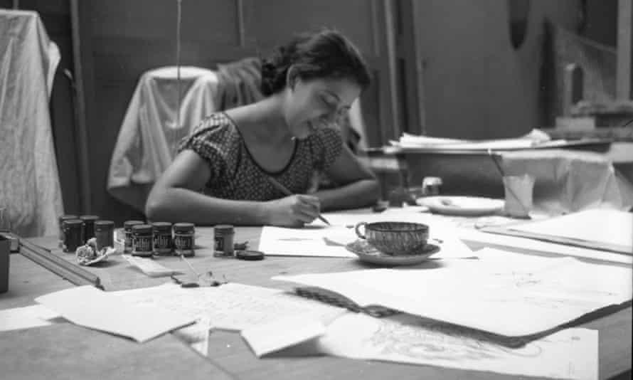Luchita Hurtado at work in Mexico, 1945.