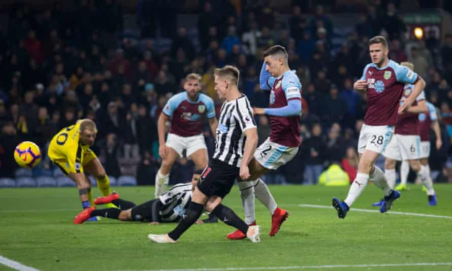 Matt Ritchie sidefoots the ball wide with the goal at his mercy in the second half.