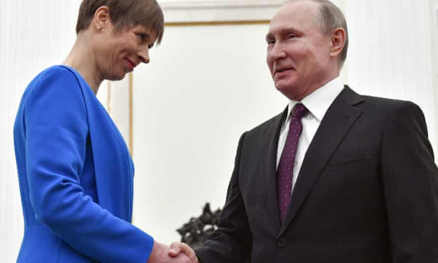 Kersti Kaljulaid shakes hands with Vladimir Putin at the Kremlin