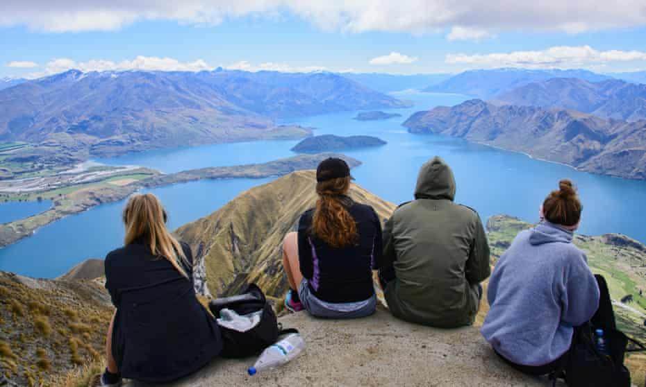 Panoramic views of Lake Wanaka from Roy's Peak