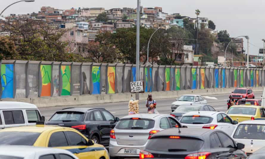 The 'wall of shame', which hides the Maré favela.