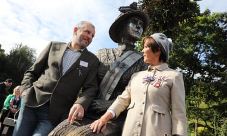 Sculptor Ron Lonsdale and the Duchess of Northumberland with the Emily Davison statue.