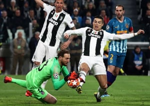 Juventus' Cristiano Ronaldo stretches for the ball grabbed by Atletico Madrid's keeper Jan Oblak.