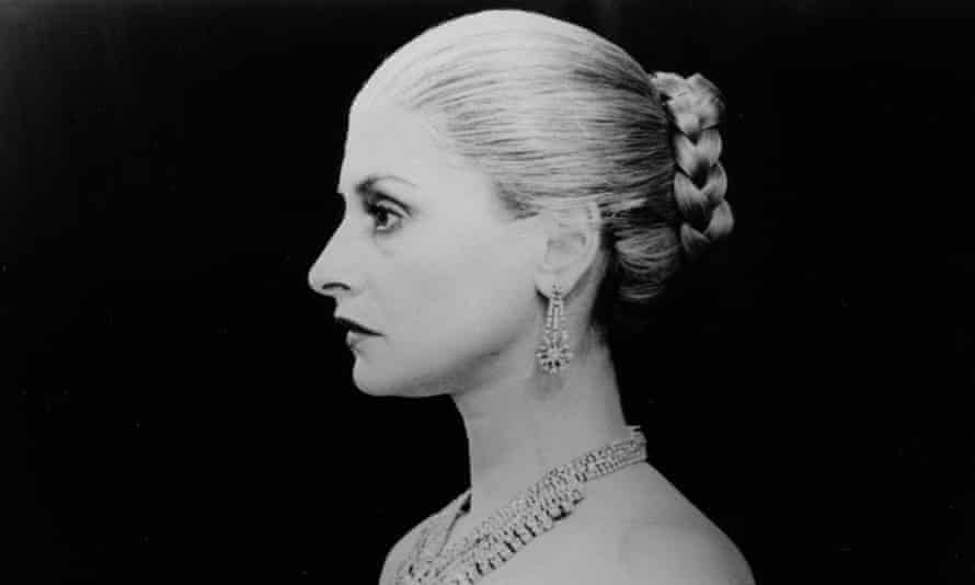 Patti LuPone as Eva Perón in Evita, 1979. Huntley's wig is specific to historical images of Perón – bleached blond, combed tight, twisted into a braid coiled into a bun above the nape of the neck