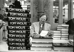 Tom Wolfe signing copies of The Bonfire Of The Vanities in 1988.