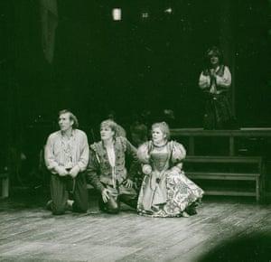 The Fair Maid of the West, 1986. Directed by Trevor Nunn, designed by John Napier. The photograph shows Roughman (Pete Postlethwaite), Spencer (Sean Bean), Bess Bridges (Imelda Staunton).