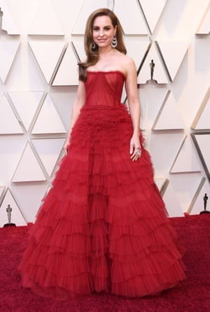 Taking up the tulle trend, Roma's Marina de Tavira was another of the evening's ladies in red; this time a strapless number with a full, carpet-skimming skirt. The actor, who has previously favoured Latin dress designers, also translated for her co-star Yalitza Aparicio on the red carpet