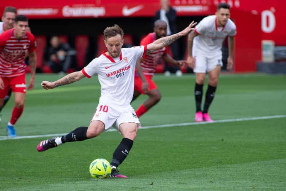 Ivan Rakitic scores from the penalty spot for Sevilla