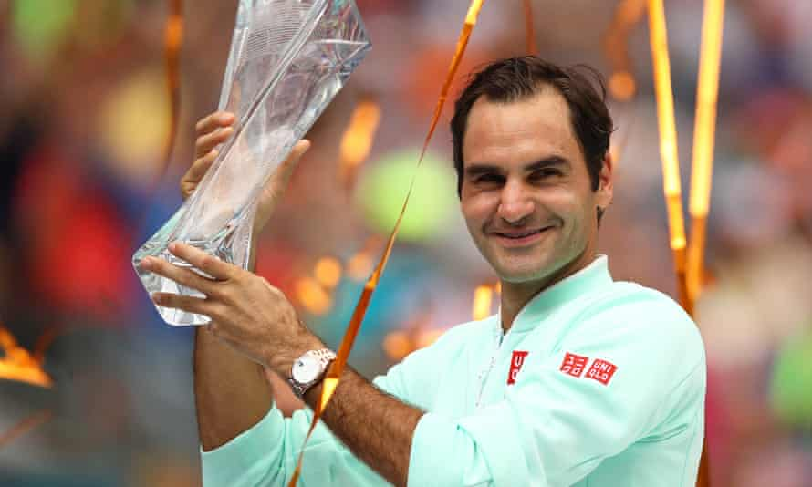 Roger Federer beat John Isner 6-1, 6-4 to capture the Miami Open title