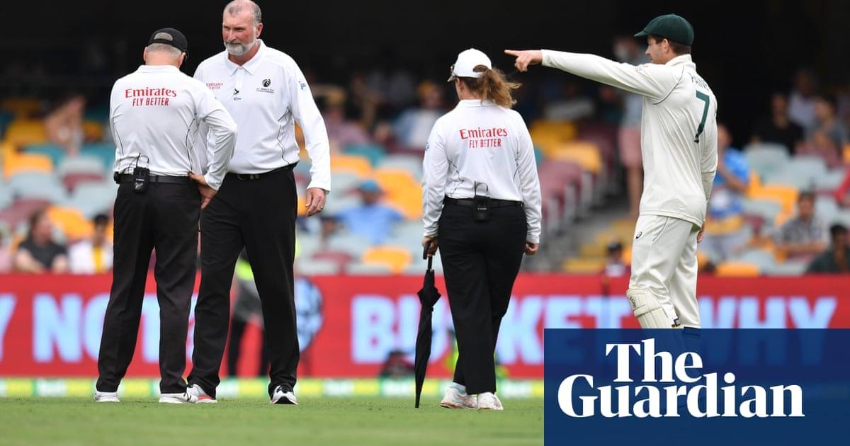 Rain frustrates Australia after bowlers put India under pressure