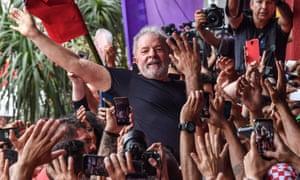 Lula greets crowds