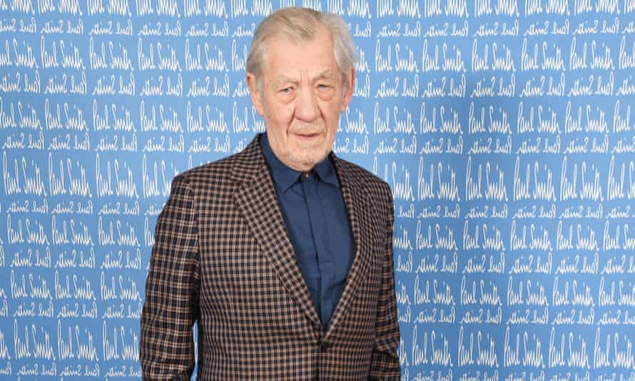 Ian McKellen has donated £40,000 to help struggling theatre workers survive the pandemic.