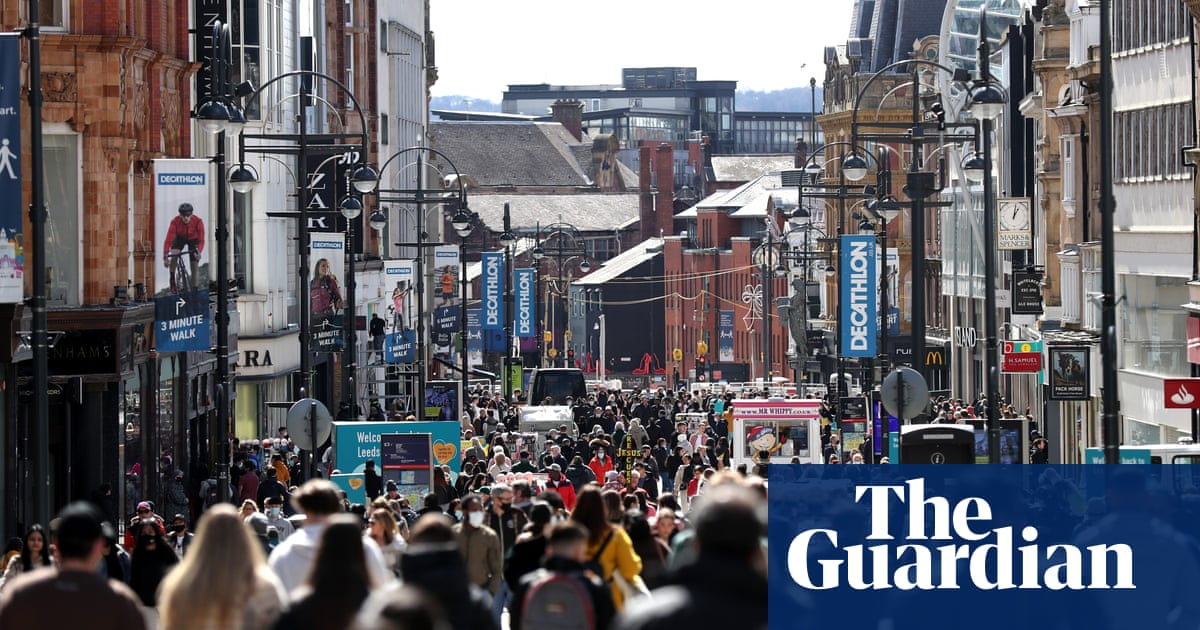 UK shoppers flock back to the stores as bumper retail weekend looms