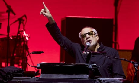 Steely Dan review – yacht rockers breezily reel in the years