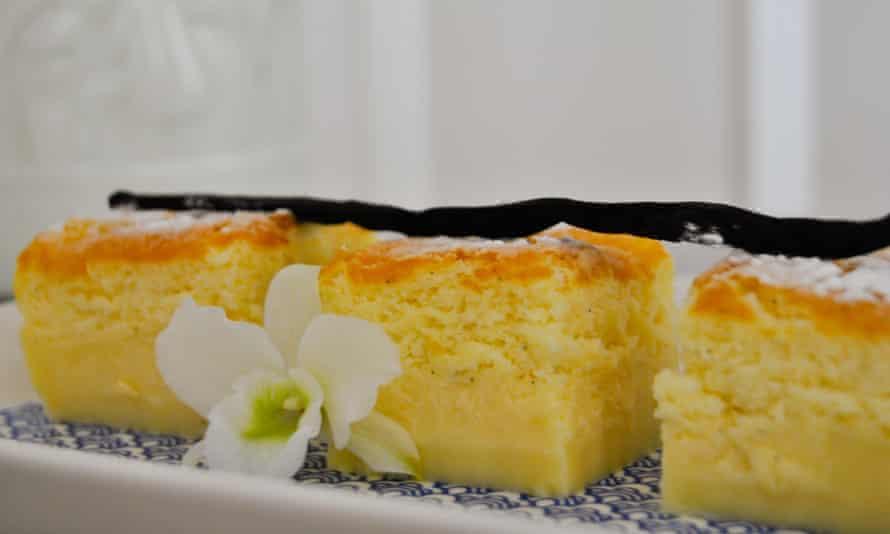 Magic custard cake, flavoured with vanilla