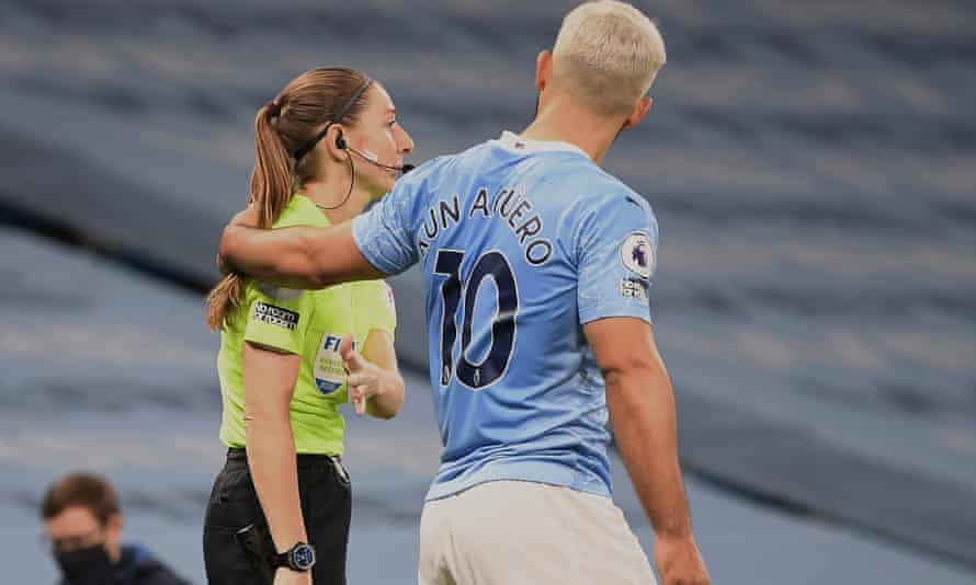 Sergio Agüero was unhappy at Sian Massey-Ellis for awarding a throw-in to Arsenal and placed his hand on her left shoulder.