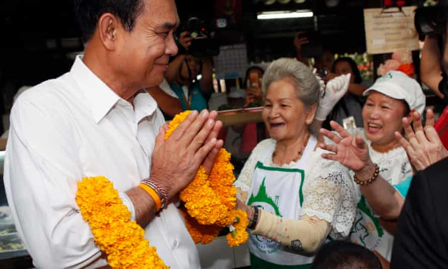 Prayut Chan-ocha campaigns in Bangkok.