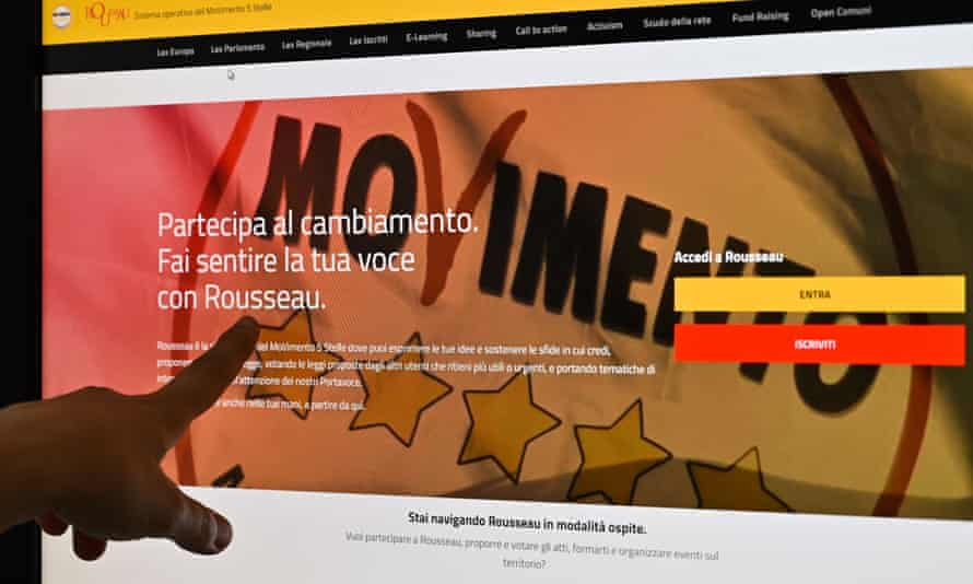 A user points at M5S's Rousseau website.