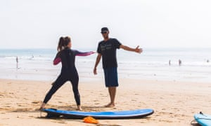 Oscar Schenk gives a surf lesson.