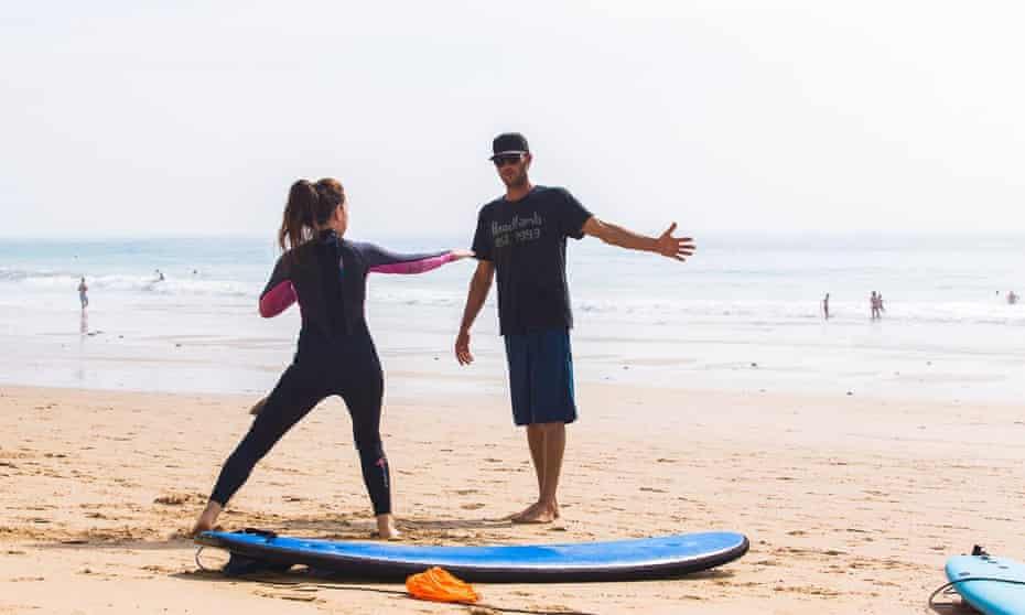 Oscar Schenk gives a surf lesson.