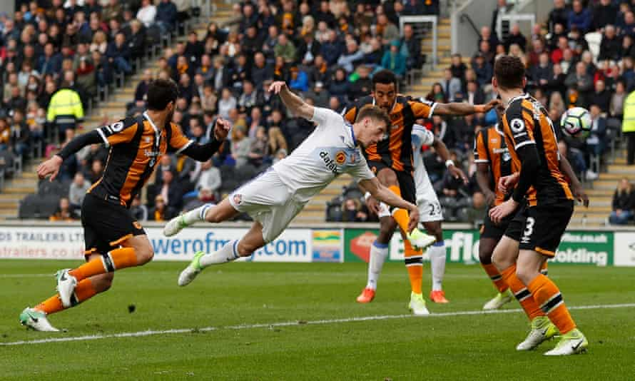 Four Hull City players fail to pick up Billy Jones as he scores for Sunderland. If Hull had ever managed to defend corners, they may well have stayed up.