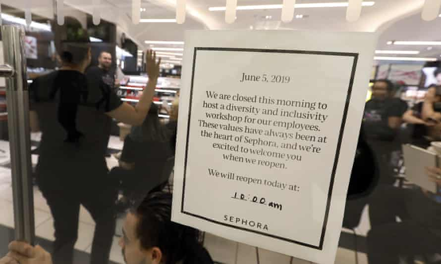After R&B star SZA said she had security called on her while shopping at a Sephora in California, the company closed all US stores for an hour to host inclusion workshops for employees.