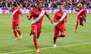 Jefferson Farfan celebrates after scoring the third goal against Iceland in a friendly in New Jersey on Tuesday.