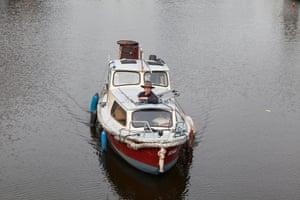 Oosterbaan在他的船上......